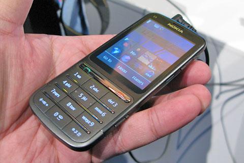 Nokia C3-01 to kolejny model telefonu, którego produkcją twórcy